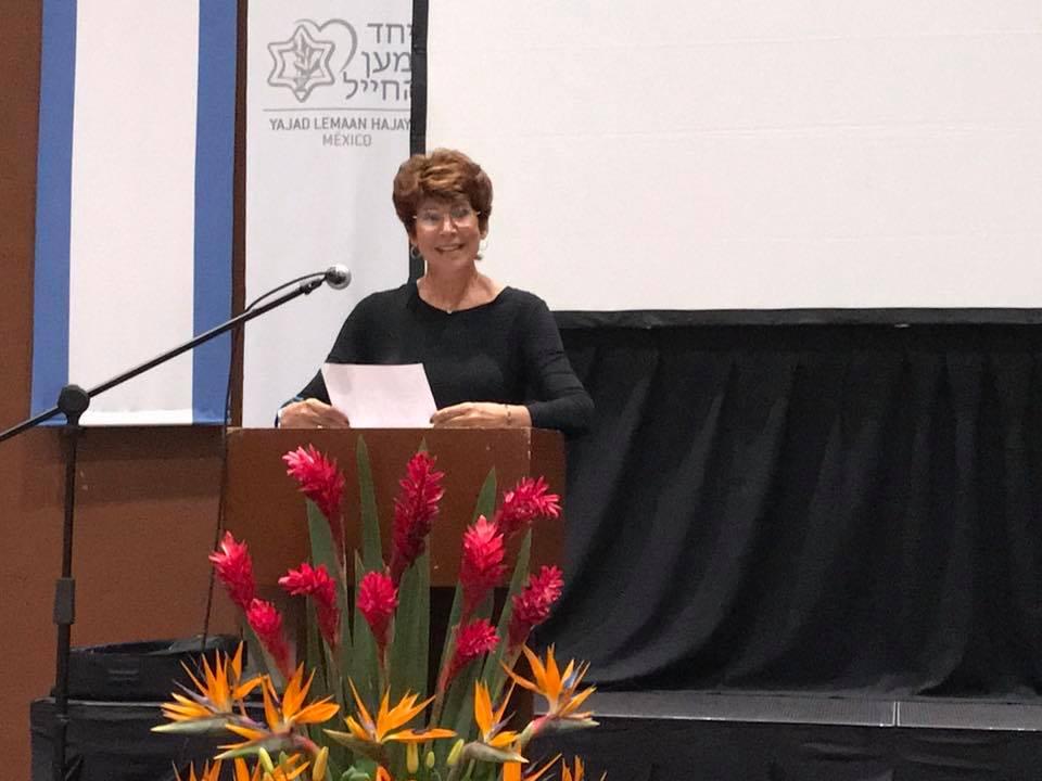Historias de vida y lecciones de heroísmo ante la adversidad en voz de Ritasue Charlestein