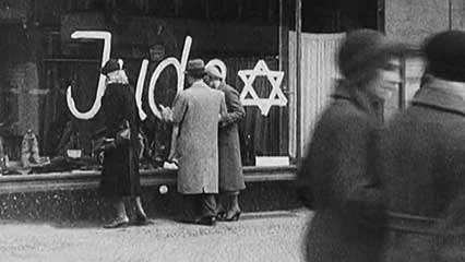 Estudiantes en Berlín recuerdan la Noche de los Cristales Rotos (Kristallnacht)