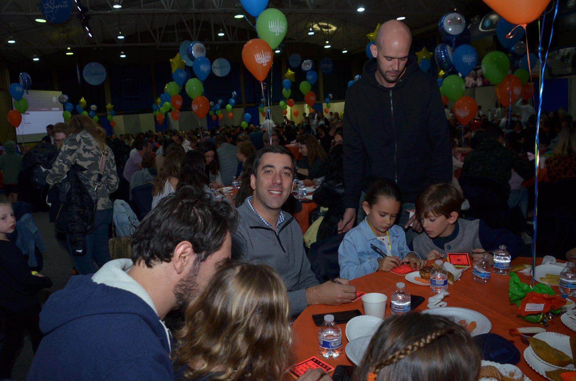 Lleno total en el Bingo de Janucá organizado por Bet El y CIM-ORT